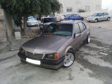 سيارة اوبل اسكونا 1988 للبيع